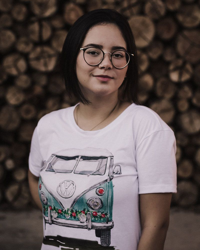 woman-wearing-a-printed-t-shirt-and-sunglasses-2325404